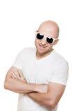 太阳镜的微笑的秃头人 免版税图库摄影