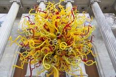 太阳镜雕塑在艺术前面蒙特利尔博物馆的戴尔Chihuly  免版税库存照片