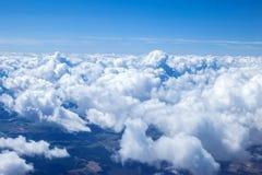 太阳集合一美好的天空scape从airplain视图的 图库摄影