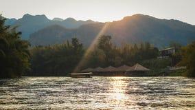 太阳集合河视图 库存照片