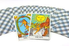 太阳,在白色背景的占卜用的纸牌 免版税图库摄影