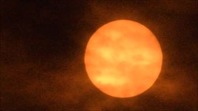 太阳,设置,移动 云彩 退色染黑 橙色 股票录像