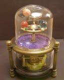 太阳系仪steampunk有太阳系的行星的艺术时钟 免版税库存照片