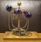 太阳系仪Steampunk有8行星&太阳的艺术时钟 免版税库存图片