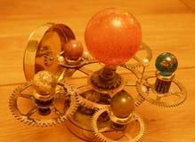 太阳系仪steampunk艺术雕塑或太阳系 库存图片