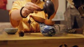 夫人倾吐的茶,礼仪饮料准备,传统好客 股票视频