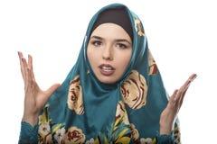 夫人在看起来的Hijab恼怒 免版税库存图片