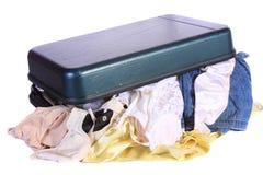 夫人开放女用贴身内衣裤的皮箱 库存照片