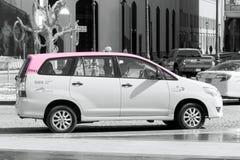 夫人桃红色出租汽车-迪拜,阿拉伯联合酋长国 免版税库存图片