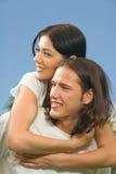 夫妇一起走的年轻人 免版税库存图片