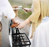 夫妇丈夫妻子快乐的白种人Romatic概念 免版税库存照片