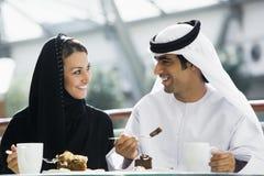 夫妇东部享用的膳食中间名 免版税库存图片