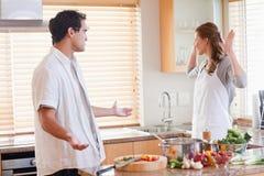 夫妇争执的厨房 免版税库存照片