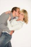夫妇亲吻年轻人 免版税图库摄影
