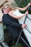 夫妇亲吻的婚礼 库存图片