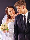 夫妇佩带的婚礼礼服和服装 免版税库存图片