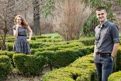 夫妇供以人员室外妇女年轻人 免版税图库摄影