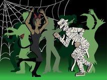 夫妇假装和跳舞在万圣夜党 免版税图库摄影