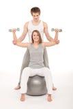 夫妇健身培训衡量年轻人 库存照片