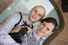夫妇减速火箭的年轻人 免版税库存照片