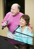 夫妇前辈唱歌 库存图片