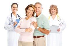 夫妇医治年长的人 免版税库存图片
