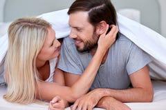 夫妇卧室 免版税库存图片