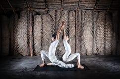 夫妇印度瑜伽 免版税库存图片