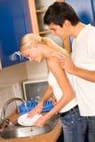 夫妇厨房年轻人 库存图片