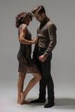 年轻夫妇可笑的画象  免版税库存图片