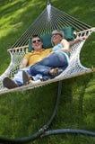夫妇吊床笑 免版税库存图片