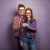 年轻夫妇听的音乐 免版税图库摄影