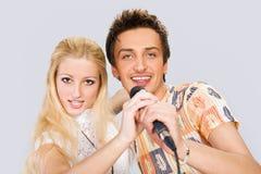 夫妇唱歌年轻人 图库摄影