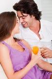 夫妇喝有浪漫 免版税图库摄影