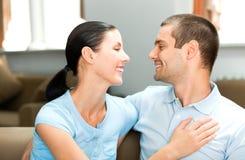 夫妇回家年轻人 免版税库存照片