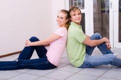 夫妇回家新 免版税图库摄影