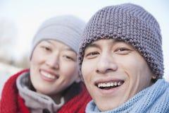 年轻夫妇在北京在冬天,关闭在面孔 库存照片