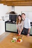 夫妇在厨房里 图库摄影