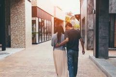 夫妇在城市 免版税图库摄影