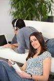 夫妇在家 免版税库存图片