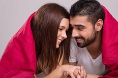 夫妇在床上 免版税图库摄影