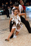夫妇在拉丁舞蹈竞争中 免版税库存照片