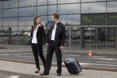 夫妇在机场 免版税库存图片