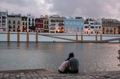 夫妇在河 免版税图库摄影