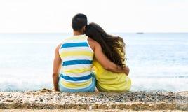 夫妇在海边 库存图片
