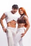 年轻夫妇在白色背景的演播室 库存照片