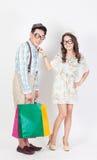 夫妇在白色背景的购物袋 免版税图库摄影