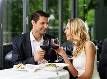 夫妇在餐馆 图库摄影
