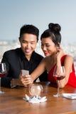 夫妇在餐馆 免版税图库摄影