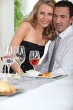 夫妇在饭桌 免版税库存照片